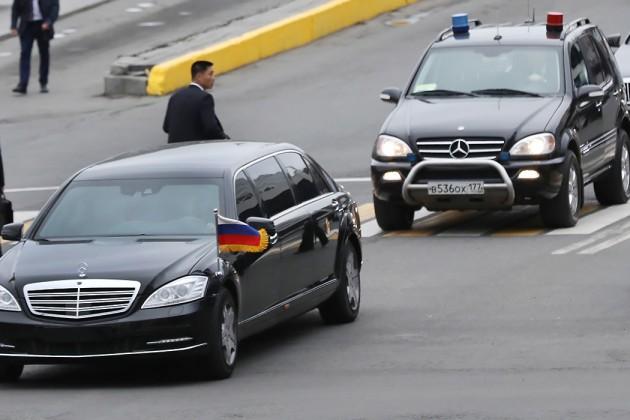 Daimler удивило наличие у Ким Чен Ына лимузинов его производства
