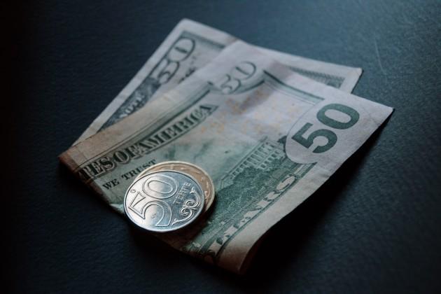 Дневные торги: 378,8 тенге за доллар