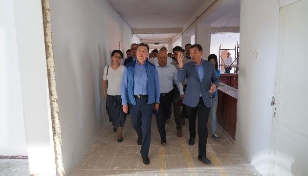 Аскар Мамин проверил ход восстановительных работ в Арысе