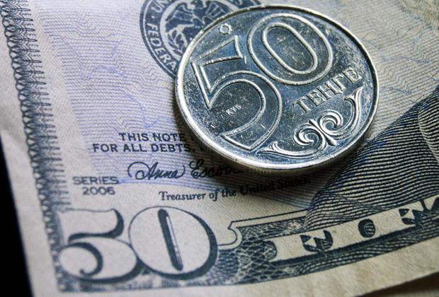 Максимальный курс вобменниках— 391,8 тенге за доллар